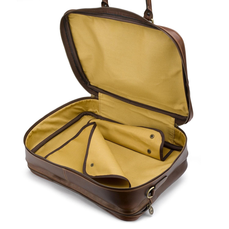 Innenleben einer kompakten Reisetasche aus Leder von Tusting