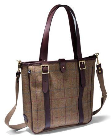 Helmsley Tweed Tote Bag im Vordergrund