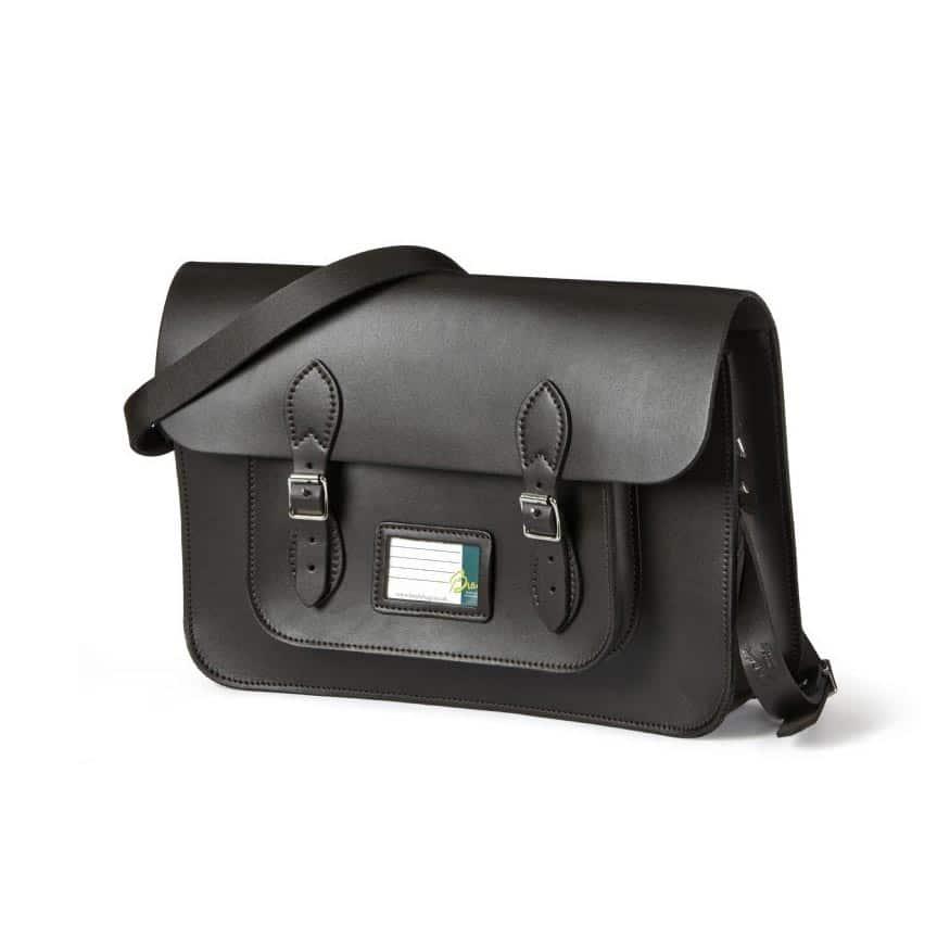 Die völlig in shcwarz gehaltene Brady satchel bag mit klassischer Optik