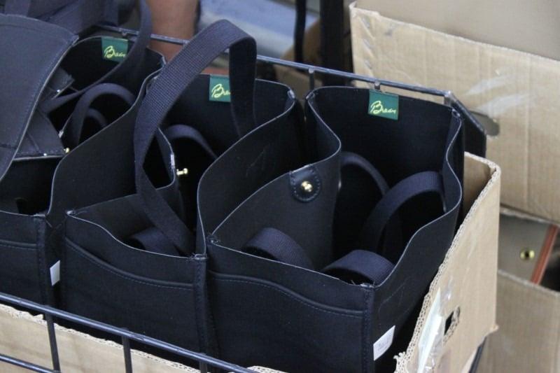 Schwarze brady Taschen kurz nach der Herstellung