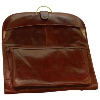 Kleidertasche aus Leder