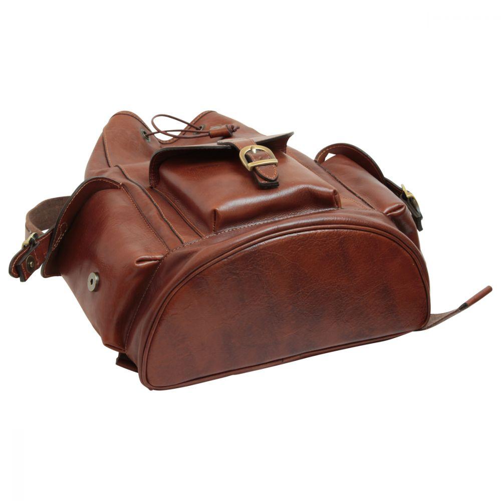 Flach liegender Rucksack aus Leder