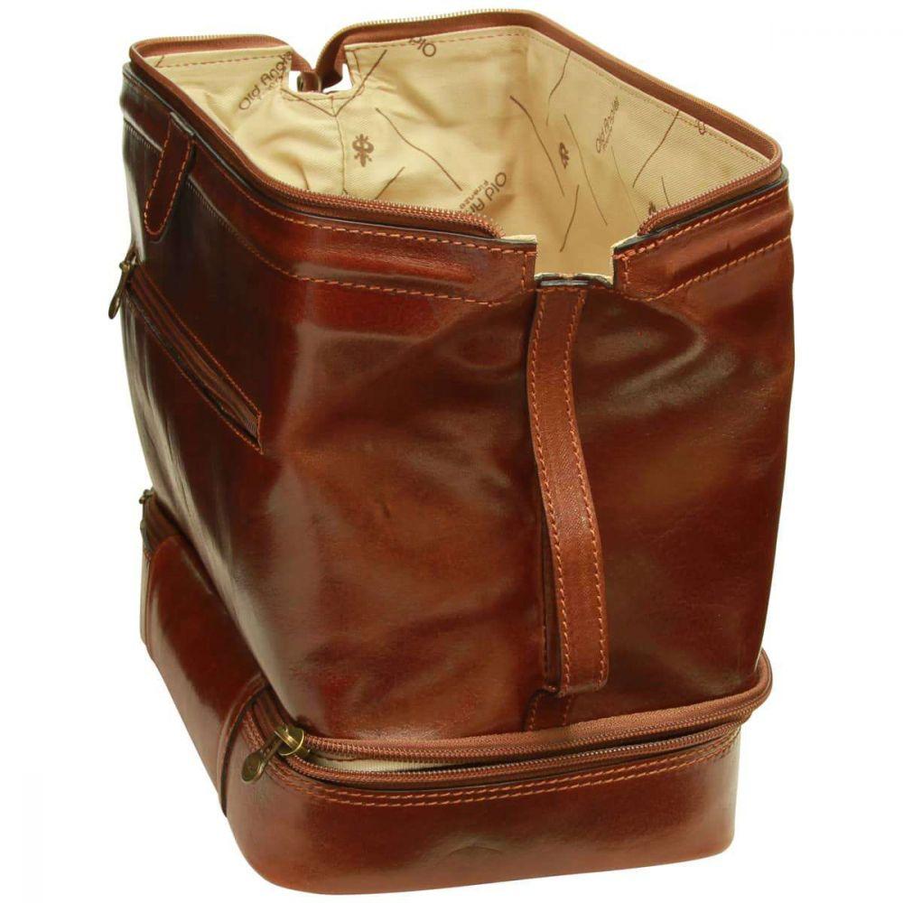 Weit offener Travel Kit aus Rindsleder