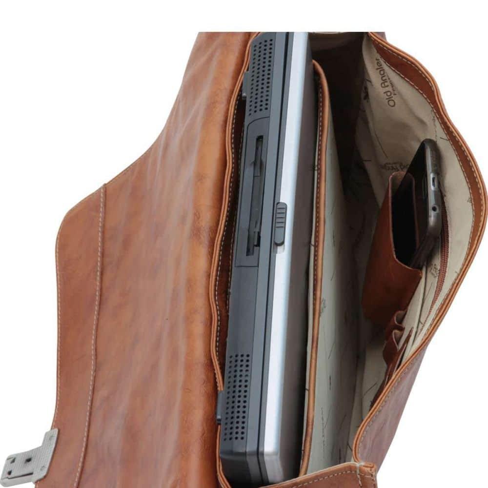 Quer und offene Laptoptasche mit gepolstertem Laptopfach